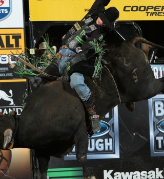 JB Mauney rides Dakota Rodeo/Julie Rosen/Clay Struve/Chad Berger's Tequila Sunrise for 86.75 during the first round of the Billings Built Ford Tough series PBR.