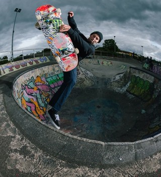 Sam Beckett Frontside Air at Livingston Skatepark for Concrete Dinosaurs. Shot by Chris Johnson of Sidewalk Magazine