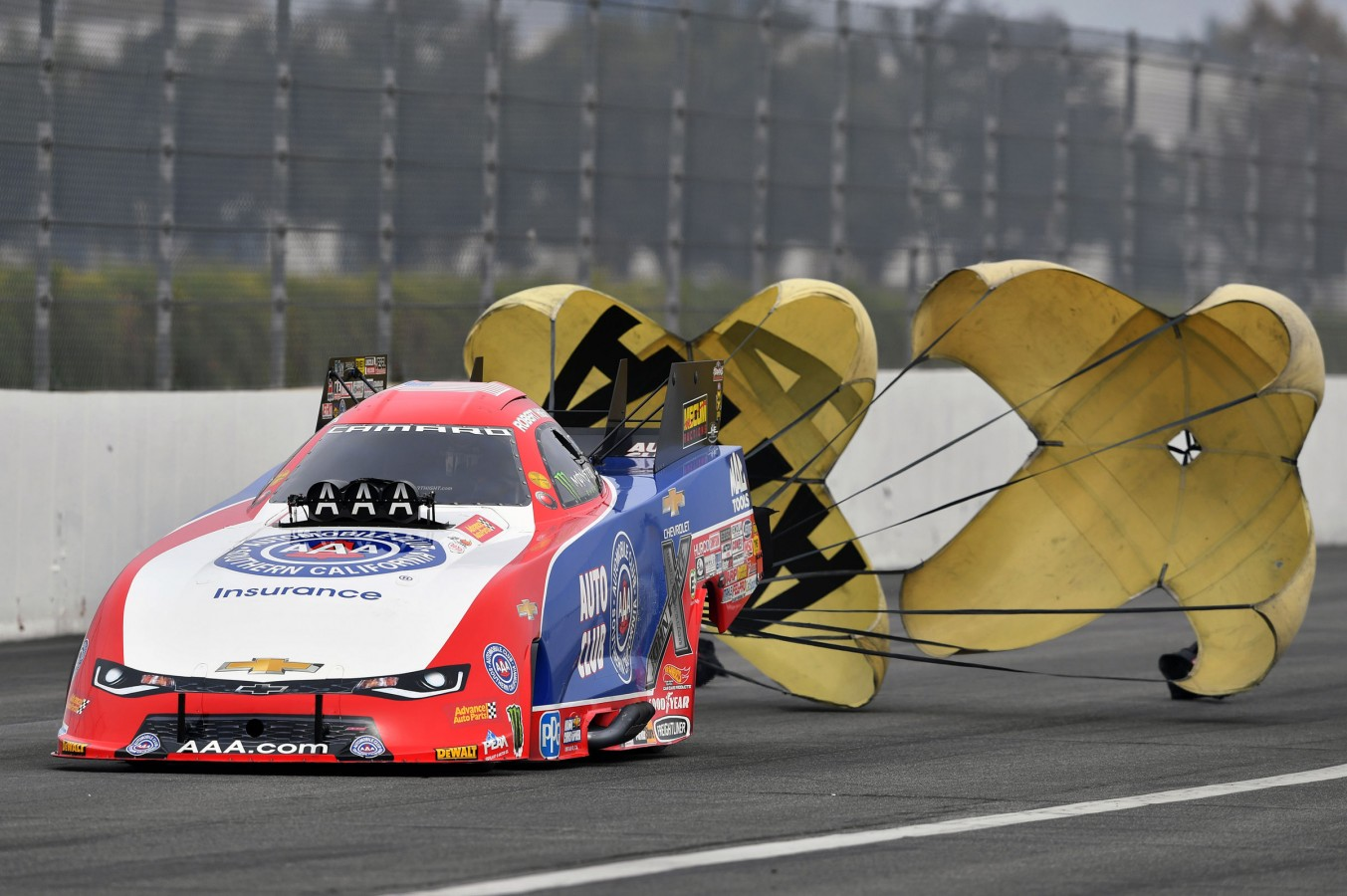 Robert Hight clinched his second NHRA Funny Car championship and first since 2009 in Sunday's first round of the series finale at Pomona, Calif