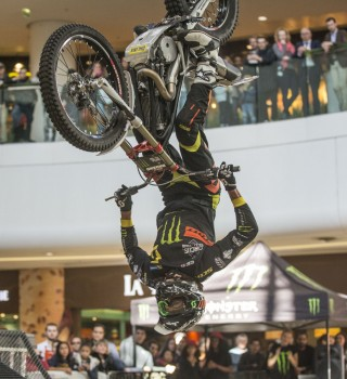 Trial demo in a mall before Paris SX