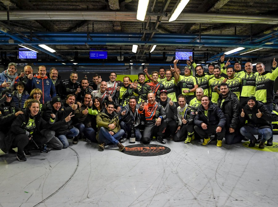 Garage celebration of the team after the victory at Monza Rally Show 2017