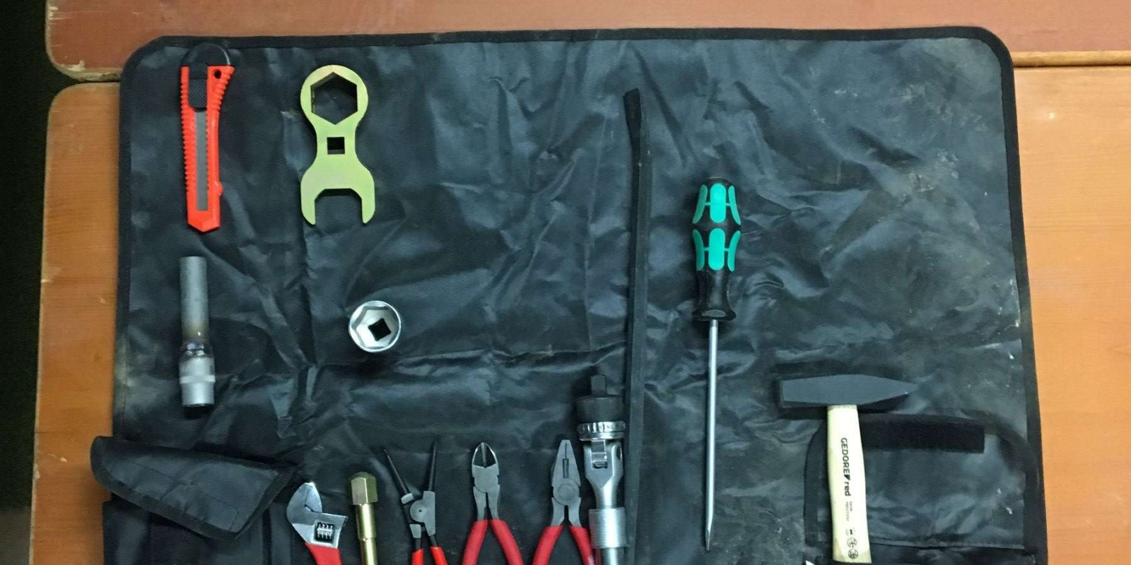 Images of tools used by the athletes and mechanics during the 2020 Dakar
